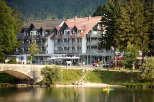 SLOVENIA HOTEL JEZERO ESTERNO